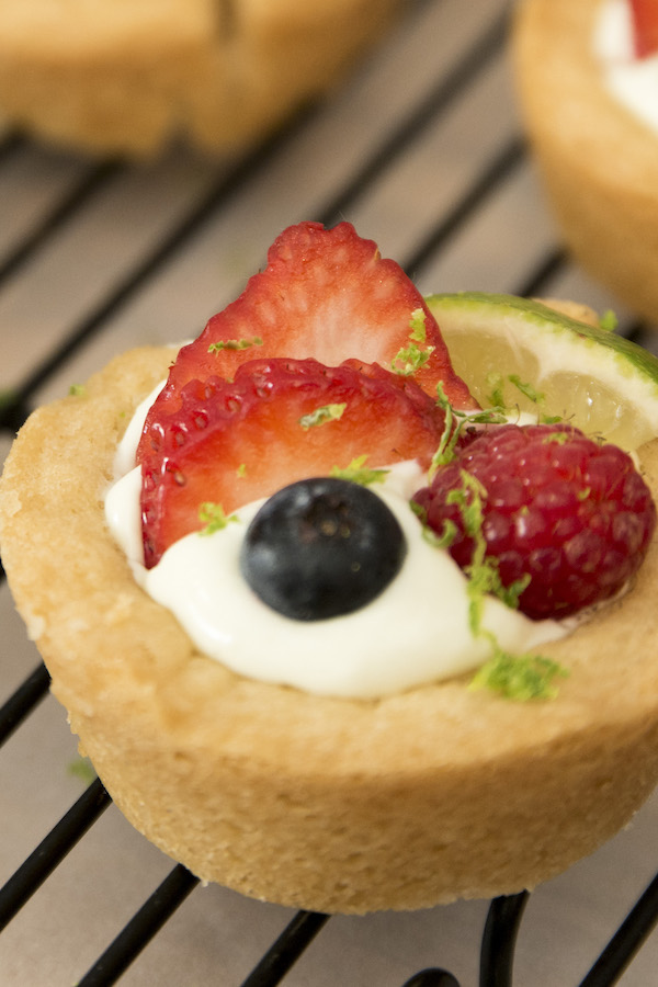 Key lime pie cookie cups are irresistible dessert with tangy limes mixed with creamy filling. It's so delicious when the key lime pie is stuffed in chewy sugar cookie cups. It's so easy to make and comes together in no time!