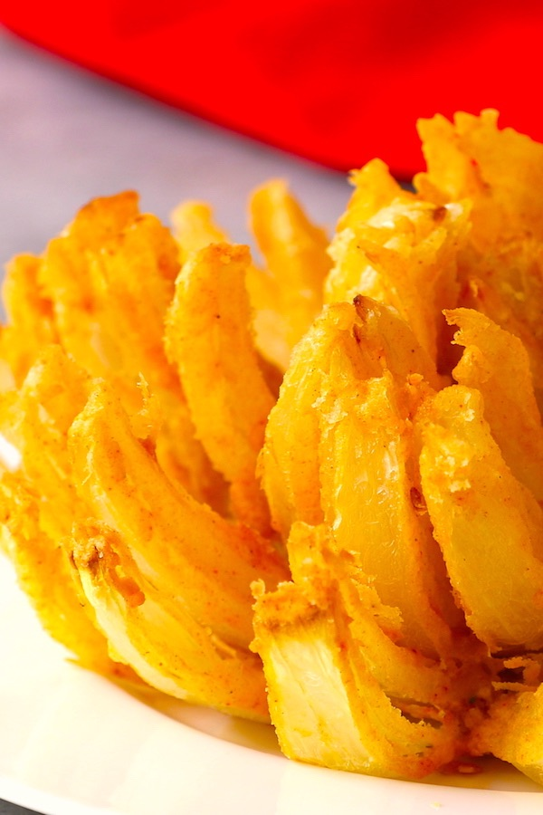 Similar to the famous Outback Steak's blooming onion, Chili's Awesome Blossom Petals is a delicious and crispy appetizer! Learn how to make Awesome Blossom easily at home with our step-by-step instructions.