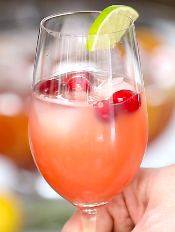 How to Make Mimosas – my all-time favorite mimosa recipe is a simple delicious cocktail made with champagne and orange juice.