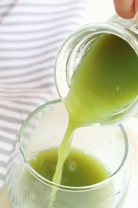 Celery juice is a trendy detox drink that's sweeping social media. This diet calls for drinking 16 ounces of the juice on an empty stomach to fully enjoy the health benefits. How to make celery juice? Can it help you to lose weight or improve your skin? What are the key side effects? In this post, I will share with you a balanced view of this diet.