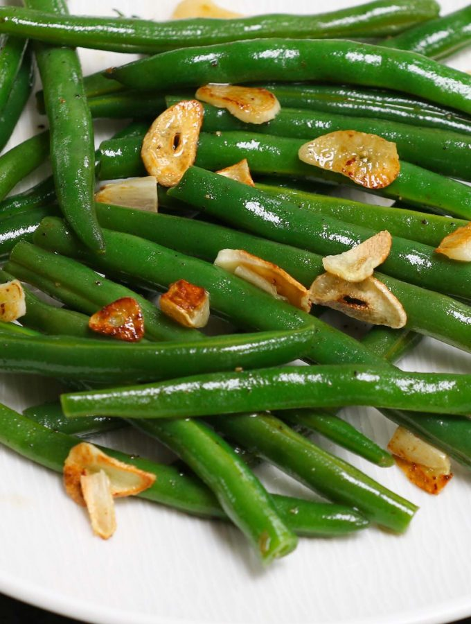 Sous Vide Green Beans with incredible flavor and perfect crispy texture! Made with just a few simple ingredients including garlic, this no-fail sous vide recipe makes a delicious side dish to any main meal. #SousVideGreenBeans #SousVideVegetables