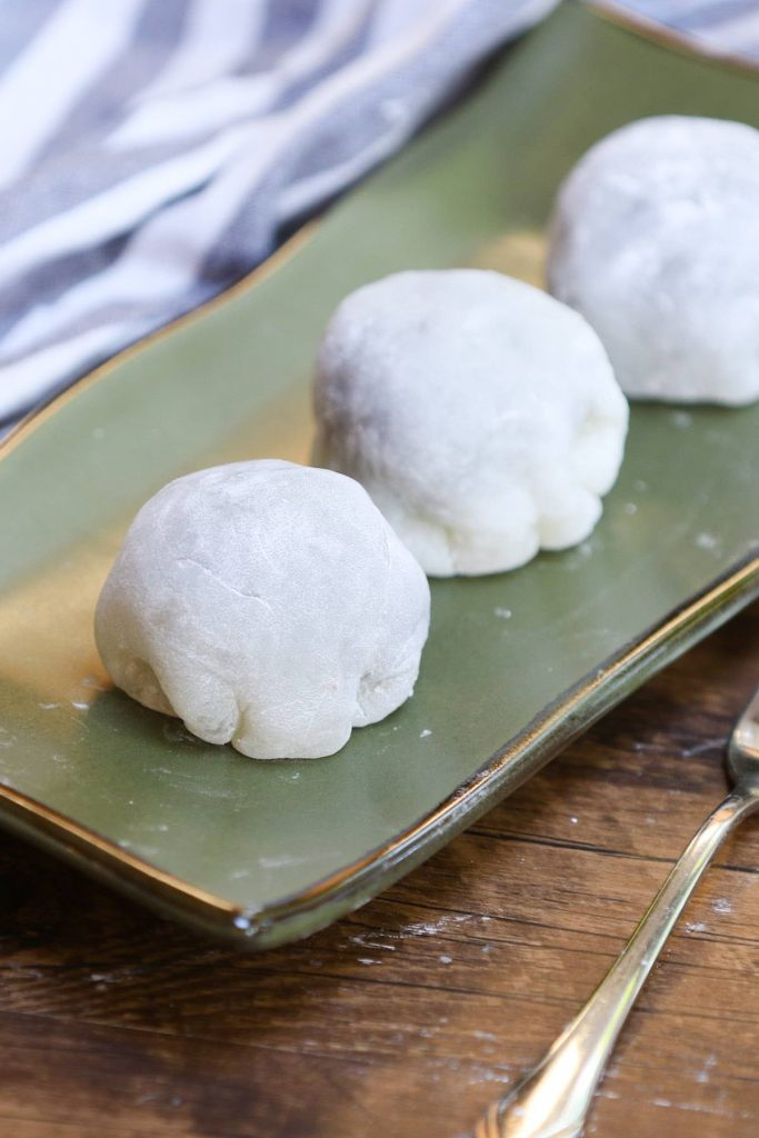 Daifuku!! This popular Japanese recipe makes a soft, tender, and chewy mochi rice cake enclosing a creamy, sweet red bean paste filling. Pure dessert bliss! With some simple tips, you can make this delicious snack in your own home and customize with your favorite fillings. #daifuku #DaifukuMochi