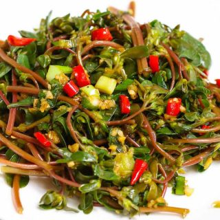 A simple and healthy purslane salad that's quick and easy to make.