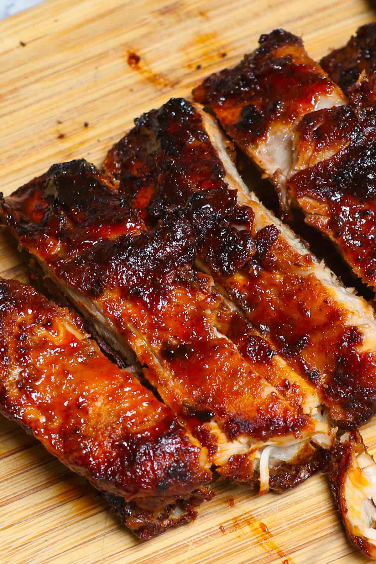 When you think of BBQ Ribs, you can easily picture those hot summer days with family and friends at a barbeque. Great side dishes will take your ribs experience to the next level. From bread to salads to healthy side dish ideas, we've collected 15 best side dishes you can serve with ribs!