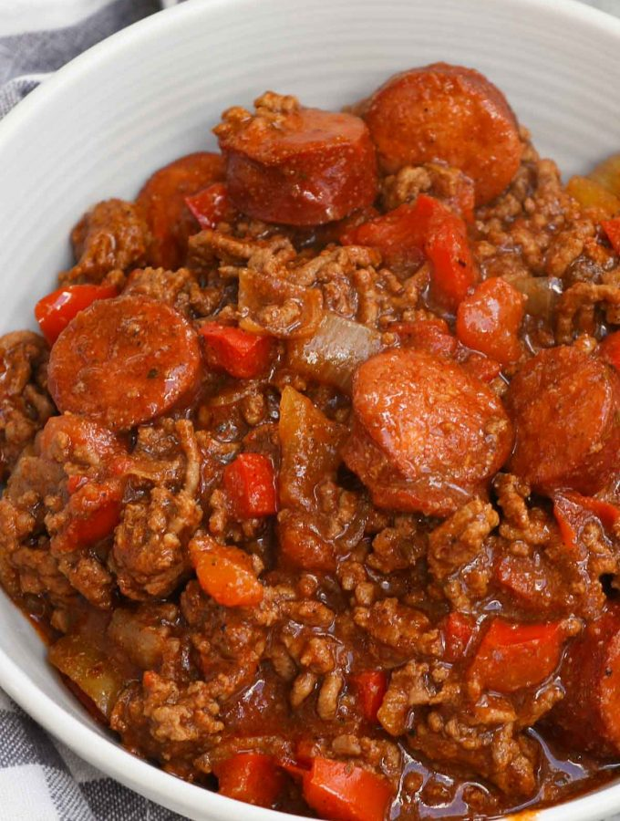 Texas Roadhouse is an American chain restaurant famous for its Southwestern cuisine. Popular menu items include steak, ribs and their infamous Texas Roadhouse Chili. Known for its spicy, smoky flavor, this copycat chili recipe is a two-meat treat for those who want a warm bowl of hearty comfort.
