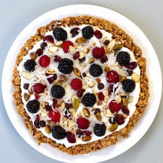 This healthy no-bake breakfast pie is easy to make and perfect for breakfast potluck parties.