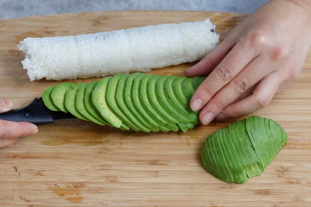 Dragon Roll recipe step 4: assembling the roll