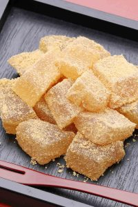 Looking for a fun and refreshing summertime treat recipe? This chilled Japanese dessert is exactly what you need. Warabi Mochi is a soft, chewy, and jelly-like confection that you can make with just a few ingredients. It's made with warabiko, different from the mochi made with glutinous flour, but gets its name from the similarity in texture. Warabimochi is often dipped in kinako soybean powder, with an amazing nutty flavor!