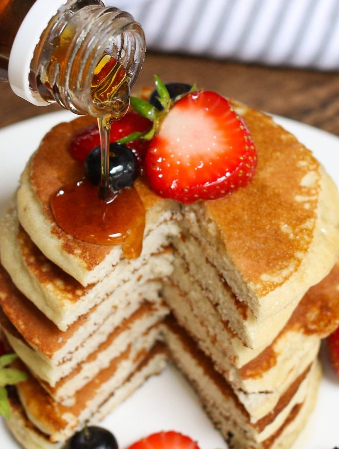 From maple syrup and whipped cream to healthy fruit and fruit sauces, here are the top 10 Best Pancake Toppings to prepare for your next morning fiesta.