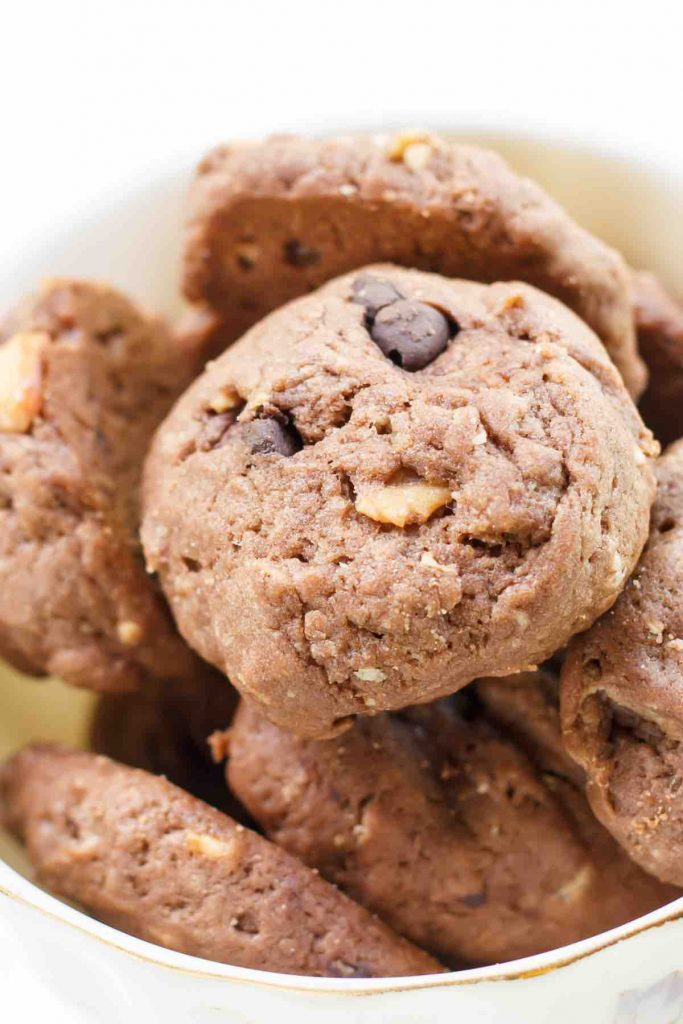 Craving a sweet treat but don't feel like heating up the oven? Try these 11 Easy No-bake Cookie Recipes! From peanut butter to chocolate chip flavor to 3-ingredient cookies, you simply can't go wrong with any of these no-bake quick and classic cookies!
