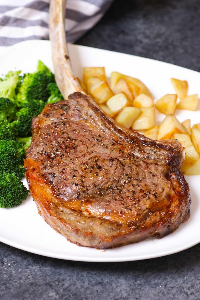 There's nothing better than a steak dinner. We've rounded up the 15 Best Steak Dinner Ideas and even beginner cooks will find these simple recipes come together with ease. From porterhouse to ribeye to flank steak, this list covers the most common types of steak. Grilled, broiled, pan-seared, or even sous vide – so many choices – enjoy!