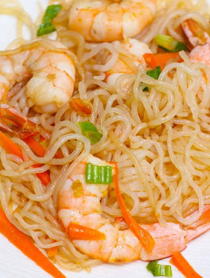 Have you had Miracle Noodles yet? Also called shirataki noodles, they're a plant-based, grain-free pasta and rice alternative you've got to try! If you want all of the flavors with fewer calories and carbs, you're going to love all these easy miracle noodle recipes. Whether you're keto, paleo, vegan, or gluten-free, you can enjoy this product guilt-free.