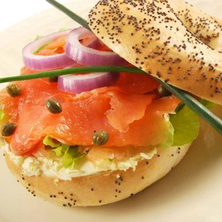 Smoked Salmon Bagel Sandwiches take less than 5 minutes to make and are full of delicious flavors. They are one of my favorite ways to enjoy bagel for breakfast!