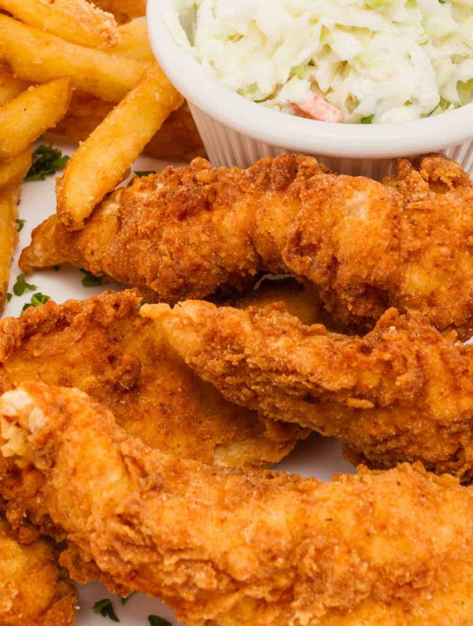 Is there anything more authentic than a Southern meal made with fried chicken? How about the best sides to go with it?Just imagine that crisp piece of fried chicken smothered in gravy and served with a perfect side! Below you will find 21 of the Best Fried Chicken Sides that range from healthy to picnic style! Choose one or two to make it a complete Southern meal!